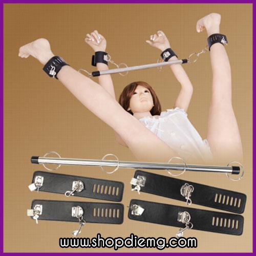 Còng khóa tay chân cố định bằng đòn sắt