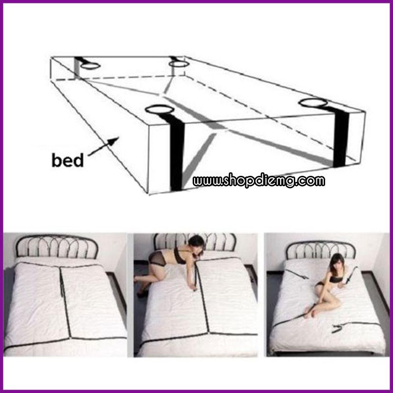 Bộ dây trói khóa chân tay giả hiếp dâm trên giường